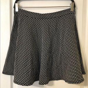 Forever 21 black & white circle skirt 🕶 Size L